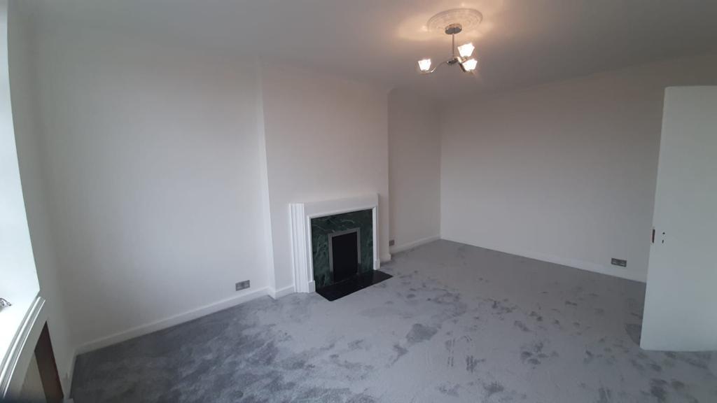 2 Bedroom Newly Refurbished Flat In Prestigious Block